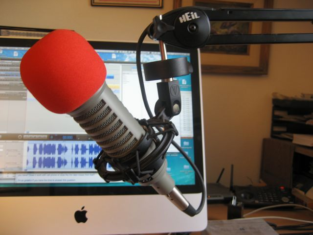 photo of ElectroVoice RE-20 microphone